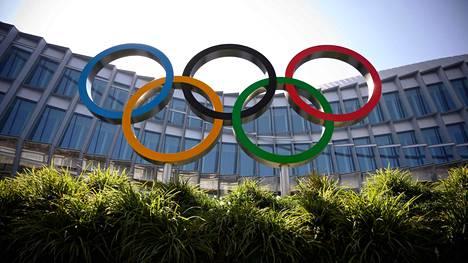Kansainvälisen olympiakomitean Lausannessa sijaitsevassa päämajassa joudutaan tehdä kovia ratkaisuja Tokion olympialaisten kohtalosta.