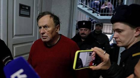 Dosentti Oleg Sokolovin epäillään surmanneen naisystävänsä silloin, kun tämä oli jo nukkumassa pariskunnan riidan päätteeksi.