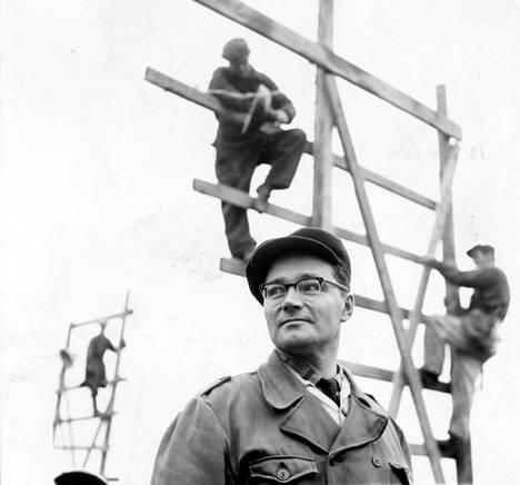 Kalle Päätalon ensimmäinen romaani Ihmisiä telineillä ilmestyi vuonna 1958.