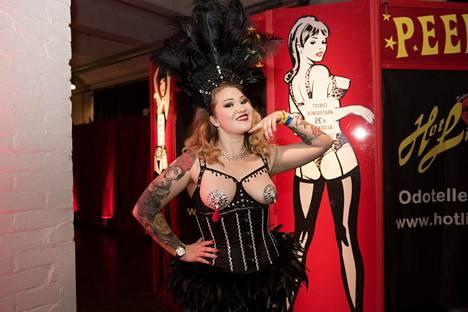 Dolly Diamond työskentelee stripparina ja burleski-taitelijana. Messut olivat jo naisen neljännet.