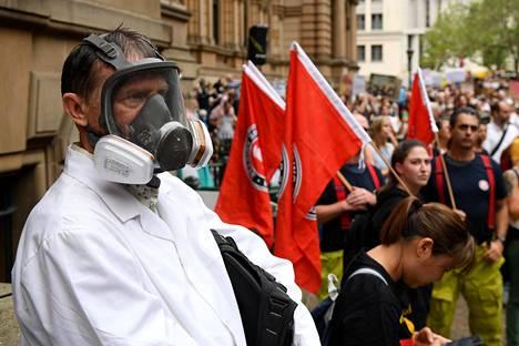 Jotkut Sydneyn mielenosoitukseen osallistuneista olivat varustautuneet kaasunaamareilla ja muilla hengityssuojaimilla.