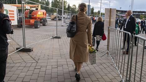 Katri Kulmuni poistui puoluekokoussalista Ouluhallista kello 19.02.