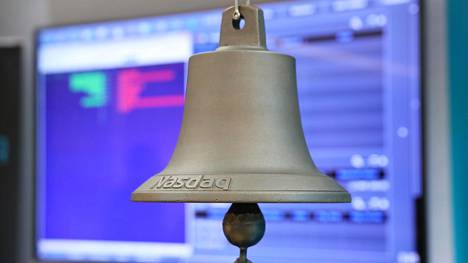 Kello, jota soitetaan pörssiin listautumisen merkiksi Helsingin pörssissä.