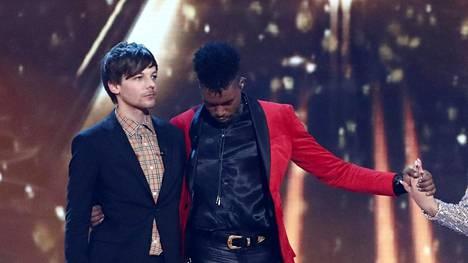 Lavalla laulaja Louis Tomlinson ja X Factorin sunnuntaina voittanut Dalton Harris.