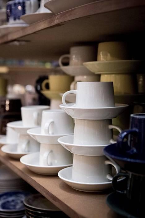 Keltaiset Teema-astiat ovat nyt etenkin japanilaisten suosiossa, kertoo designin ja taidekäsityön asiantuntija Dan von Koskull Stockholms Auktionsverk Oy:stä.