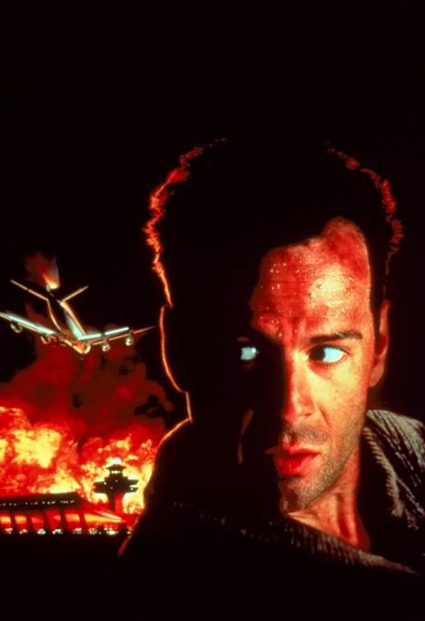 Sarjan kakkososassa Bruce Willis yrittää pelastaa lentokoneita. Ohjaajana operoi suomalainen Renny Harlin. Kuolleita yhteensä: 271.