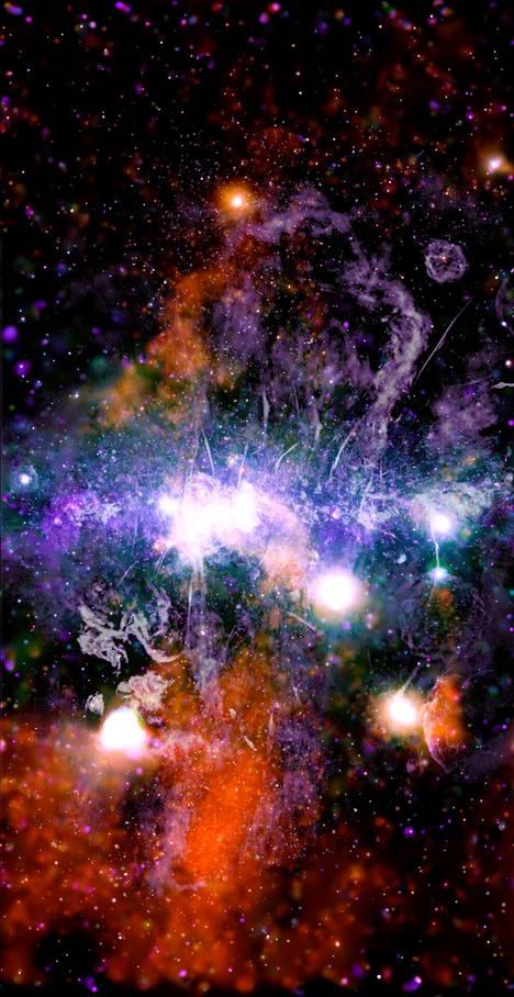 370 taltioinnista koostetussa panoramakuvassa näkyy miljardeja tähtiä ja lukemattomia mustia aukkoja.