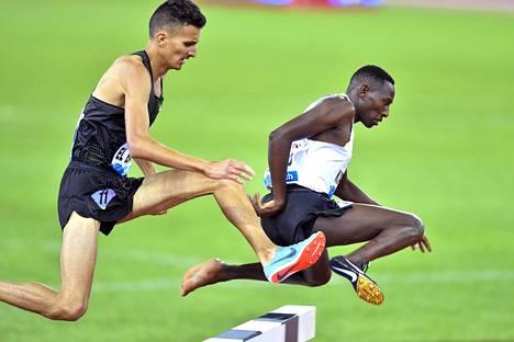 Conseslus Kipruto juoksi voittoon ilman toista kenkää.