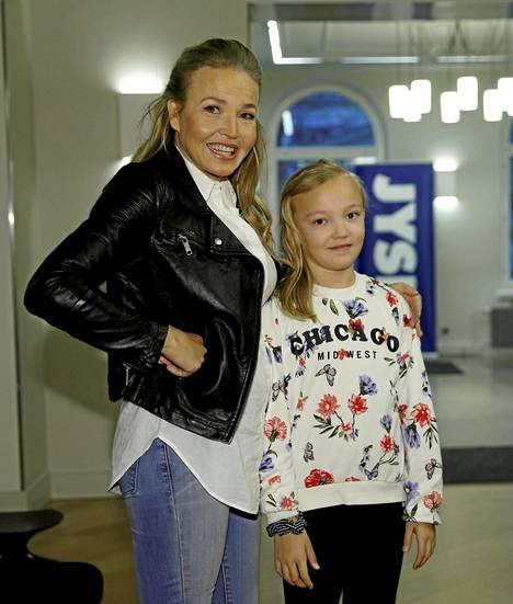 Maaliskuussa Taavitsainen saapui Jysk Garden -tapahtumaan tyttärensä Iineksen kanssa.
