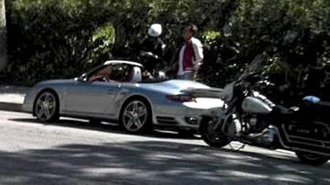 Poliisi pysäytti Arnold Schwarzeneggerin Los Angelesissa.