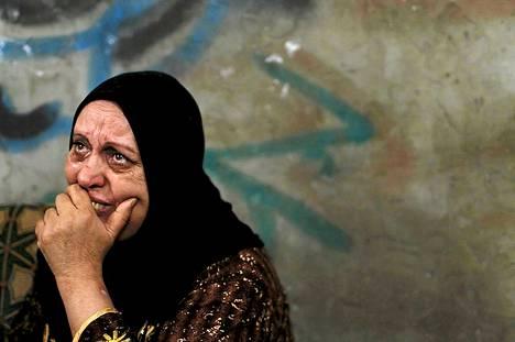 Palestiinalaisnainen suree ilmaiskussa kuollutta sukulaistyttöään.