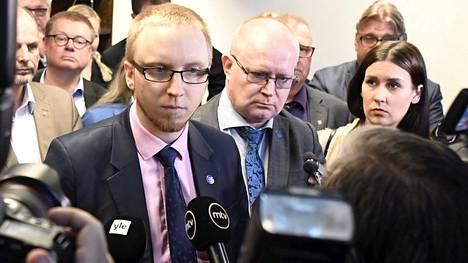 13. kesäkuuta 2017 Simon Elo kertoi, että 20 kansanedustajaa eroaa perussuomalaisista ja perustavaa uuden eduskuntaryhmän.