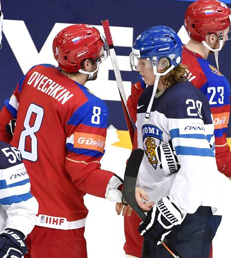 Patrik Laine kohtasi idolinsa Aleksandr Ovetshkinin.