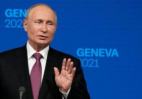Putin lopetti lehdistötilaisuudensa pikaisesti ja jätti vastaamatta kanadalaistoimittajan esittämään viimeiseen kysymykseen.