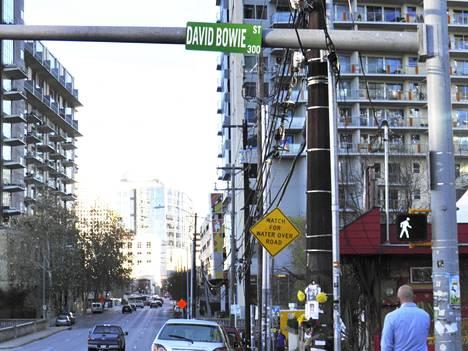 """Bowie Street on nimetty James """"Jim"""" Bowien mukaan."""