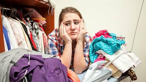 Tavaroiden hamstraaminen on ongelma, joka vaatii empaattista lähestymistapaa. Vaatekaapin täyttyminen vaatteista on tuttu tilanne meille jokaiselle, mutta himokeräilijällä taipumus heijastuu laajemmalle.