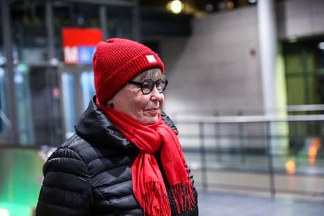 Hannele Westerlund arvelee, että turvavälien noudattaminen on Itä-Helsingin vieraskielisen väestön keskuudessa harvinaisempaa kuin kantasuomalaisten.