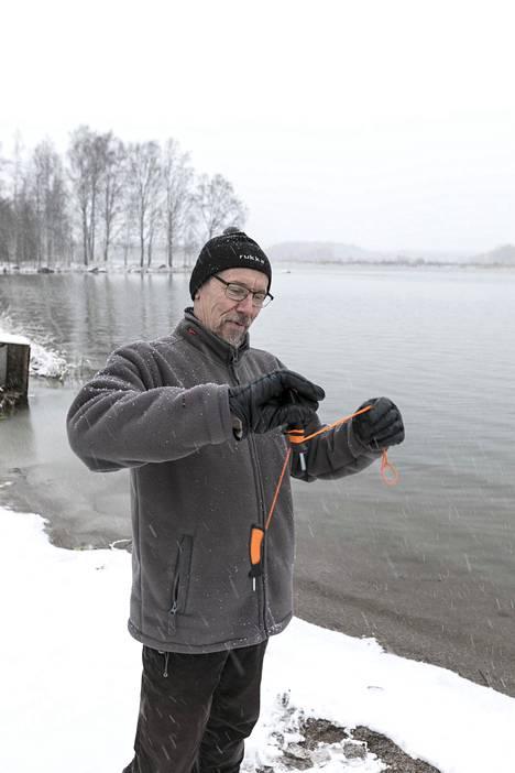 Kaikeksi onneksi Pekka Orava oli varustautunut jäänaskalein.