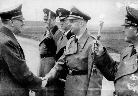 Heinrich Himmler oli Adolf Hitlerin tärkeimpiä apureita.