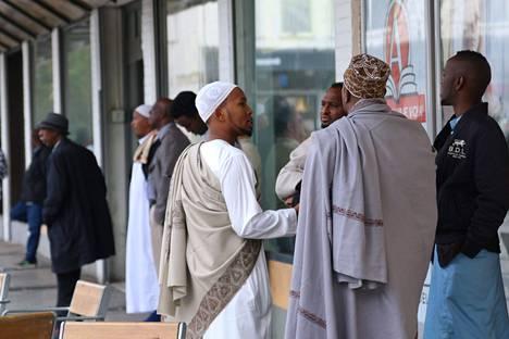 Tukholman pohjoisosassa Rinkebyn lähiössä noin 90 prosentilla ihmisistä on maahanmuuttajatausta.