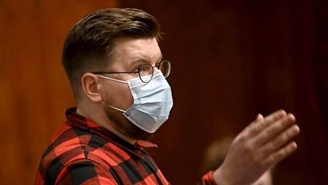 Perussuomalaisten kansanedustaja Sebastian Tynkkynen piti eduskunnan elpymispakettikäsittelyssä yli kahdeksaan tuntiin venyneen puheen.