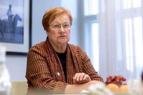 Presidentti Tarja Halonen sanoo kuuluvansa feminismissä vanhaan koulukuntaan, jossa sukupuolta ei alleviivattu, vaikka yhteiskuntaa yritettiinkin muuttaa.