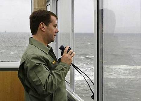 Venäjän presidentti Dmitri Medvedev valvoi maihinnousua Itämerellä.