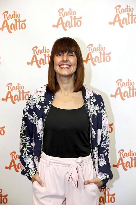 Noin puolitoista vuotta sitten Hartlin siirtyi juontajaksi Radio Aaltoon.