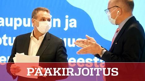 Pormestari Jan Vapaavuori (kok) ja HUS:n toimitusjohtaja Juha Tuominen kertoivat tiistaina pääkaupunkiseudun pahevasta korontilanteesta ja uusista rajoituksista.