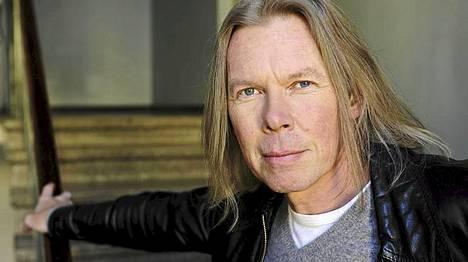 Musiikkilehti Soundin tämän vuoden palkinnon sai laulaja-lauluntekijä J. Karjalainen.
