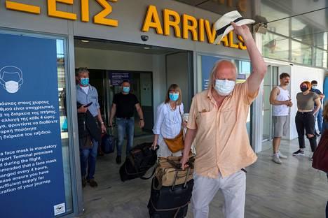 Kreikka lievensi matkustusrajoituksiaan toukokuussa. Asia herätti riemua Iraklionin lentokentällä Kreetalla.