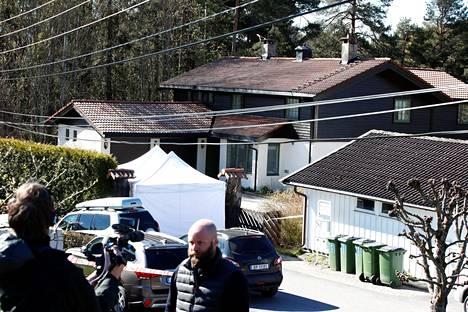 Poliisi on tutkinut Hagenien kotitaloa.
