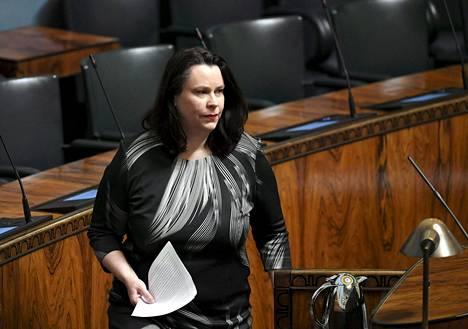 Kansanedustaja Johanna Niemelä-Ojala sanoi, että esimerkiksi kokoontumisrajoitusten tiukentaminen onnistuisi ilman valmiuslakia ja perustuslakivaliokuntaa.