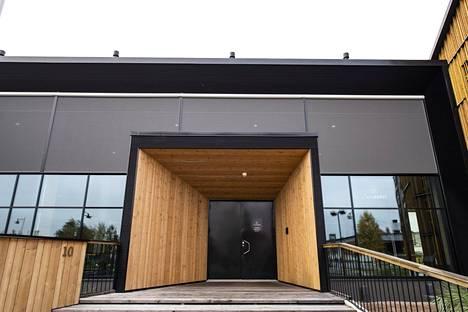 Lakeustalo on Limingan kuntakeskuksen sydän, kerrotaan talon verkkosivuilla. Nyt tuon sydämen rakentamisesta kiistellään Oulun käräjäoikeudessa.