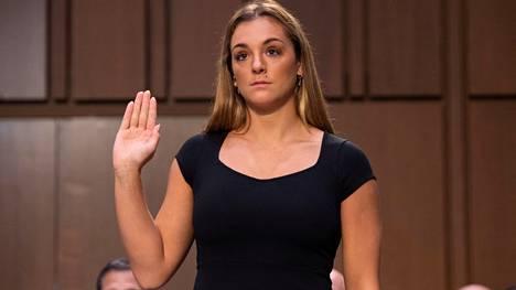 Myös Maggie Nichols puhui keskiviikon kuulemistilaisuudessa. Hänet tunnetaan Athlete A:na, ensimmäisenä voimistelijana, joka raportoi Nassarin toimista Yhdysvaltojen voimisteluliitolle. Se tapahtui NYT:n mukaan heinäkuussa 2015, ja FBI aloitti lopulta tutkinnan Nassaria kohtaan vasta syksyllä 2016.