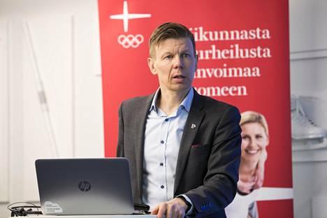 Kiira Korven mukaan Mikko Salonen nosti kädet pystyyn valmentajakohun edessä.