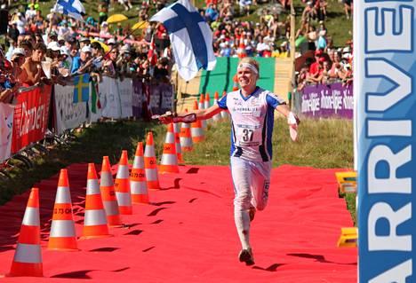 Pasi Ikonen on Suomen kaikkien aikojen parhaita suunnistajia ja arvostettu lajinero. Vuonna 2011 hän otti Ranskassa MM-hopeaa pitkällä matkalla.
