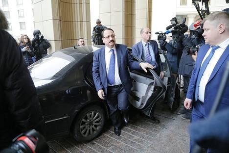 Suurlähetystöjen edustajia saapui keskiviikkona kuulemaan Venäjän versiota ex-agentti Sergei Skripalin ja hänen Julia-tyttärensä myrkytyksestä Britanniassa. Kuvassa Syyrian suurlähettiläs Riad Haddad.