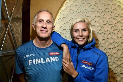 Kristiina Mäkelän ja Tuomas Sallisen yhteistyö toimii. Kuva Dohan MM-kisoista 2019.