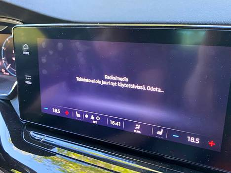 Octavian tietoviihdejärjestelmä oikutteli koeajolla pariin otteeseen niin, ettei radio toiminut yli kymmeneen minuuttiin lainkaan.