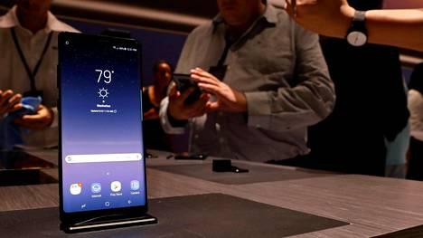 Samsung esitteli uuden Galaxy Note 8 -puhelimensa eilen illalla Suomen aikaa New Yorkissa.