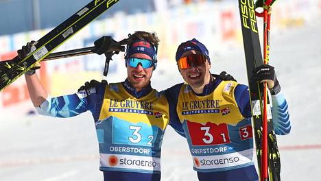 Joni Mäki ja Ristomatti Hakola voittivat MM-mitalin.