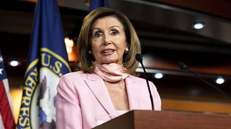 Muotokuvien poistamisesta päätti edustajainhuoneen puhemies, demokraattien Nancy Pelosi.