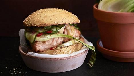 Misolohi maistuu herkulliselta grilliburgerin välissä.