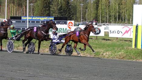 Magical Princess ei päästänyt koko matkan rinnallaan painostanutta An-Dorraa millään ohitseen Kuopio Stakesissa.