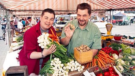 Janne Pekkala (vas.) ja Timo Nykyri toimittivat suosittua Makupalat kokkiohjelmaa 1997–2005.
