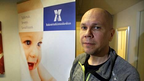 Tampereen yliopiston rokotetutkimuskeskuksen johtaja Mika Rämet ottaa blogikirjoituksessan kantaa THL:n rokotelinjaukseen.