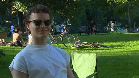Kallen mielestä puisto on vastuullinen paikka viettää kesäjuhlia.