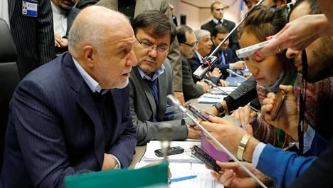 Iranin öljyministeri Bijan Namdar Zangeneh sanoi ministerien aamiaistapaamisessa, että vaikka Iran ei suostu jäädyttämään tuotantoaan, voisi maa suostua toiseen järjestelyyn.