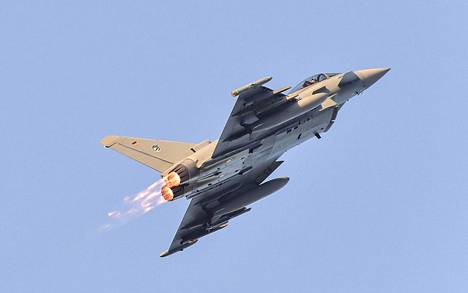 Ehdolla Hornetin korvaajaksi on Eurofighter Typhoon.